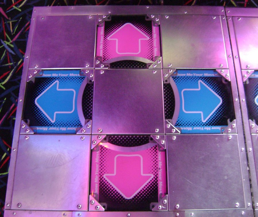 dance_dance_revolution_extreme_arcade_machine_left_side_stage